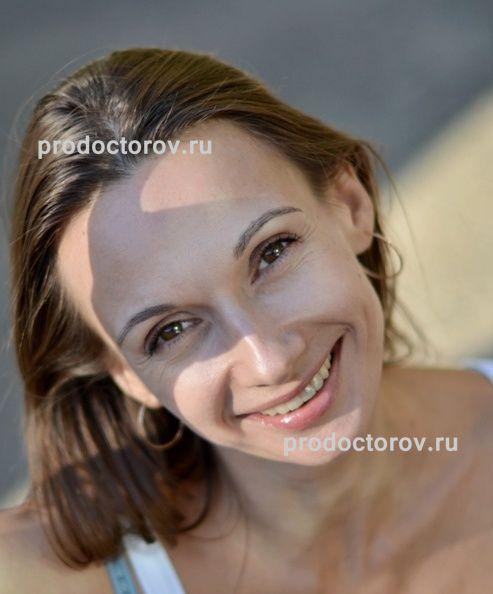porno-neznakomoy-devushki-dayut-v-rot-na-ulitse-olesya-doma
