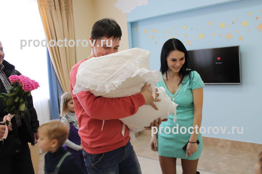 zashel-k-sosedke-i-ee-snohe-porno-russkie-seks-roliki